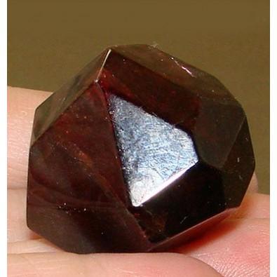Granat - naturalny kryształek POLEROWANY