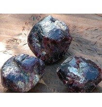 Granat - naturalny kryształ