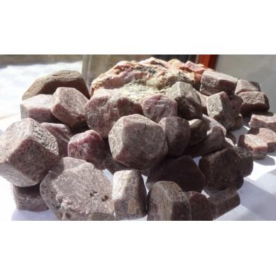 Rubin (korund) - bryłka naturalna