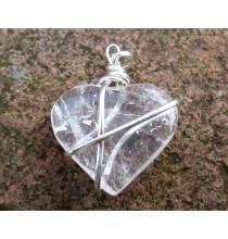 SERCE - kryształ górski (wisior w oplocie z metalu)
